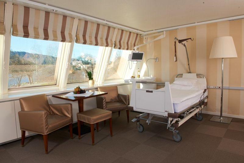 Prof.(sk) - Burkhard Rischke - Spine-Center Rischke - Patientenzimmer