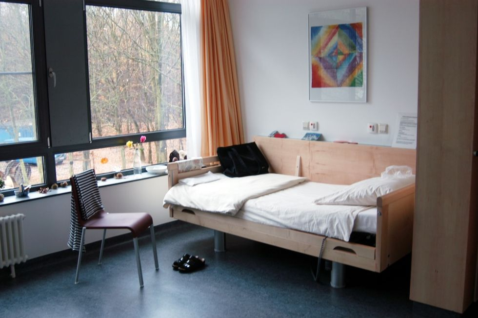Prof. - Alexandra Philipsen - Universitätsklinikum Bonn -AöR - Patientenzimmer