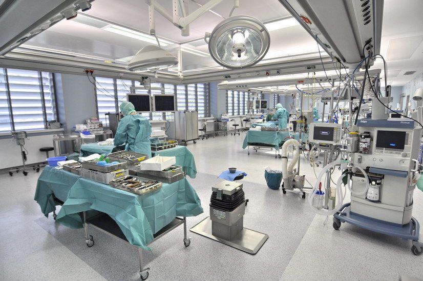 Prof. - Thorsten Gehrke - HELIOS ENDO-Klinik Hamburg - Operationssaal