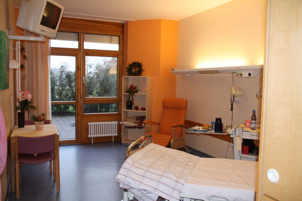 Prof. - Uwe Martens - SLK-Kliniken Heilbronn GmbH – Klinikum am Gesundbrunnen  Tumorzentrum Heilbronn-Franken - Patientenzimmer