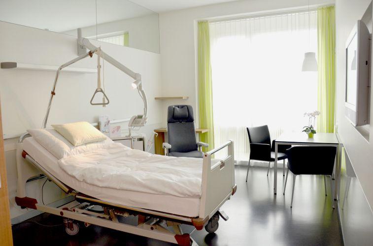 Prof. - Thomas Gasser - Kantonsspital Liestal, Baselland - Patientenzimmer