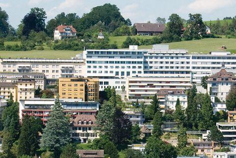 Prof. - Martin Schilling - Klinik St. Anna Luzern - Außenansicht