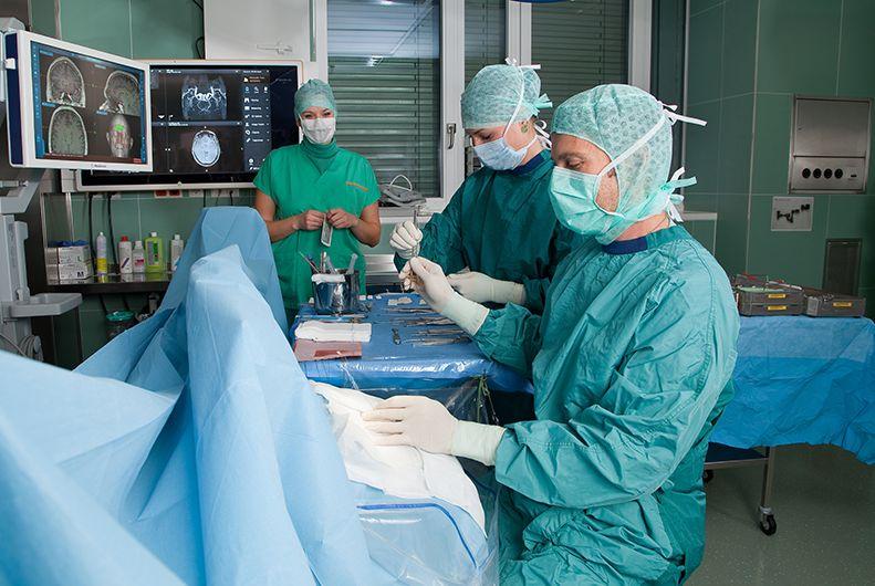 Prof. - Andreas Gruber - Kepler Universitätsklinikum, Universitätsklinik für Neurochirurgie