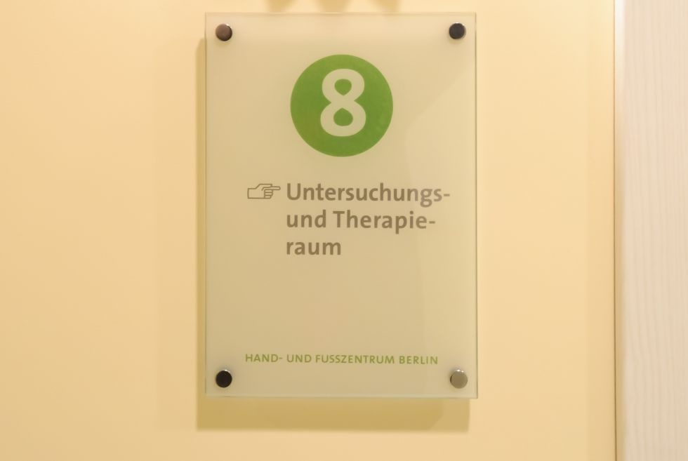 Dr. - Hubert Klauser - HAND- UND FUSSZENTRUM BERLIN